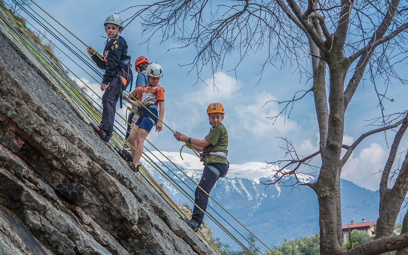 corso arrampicata per bambini al lago di garda