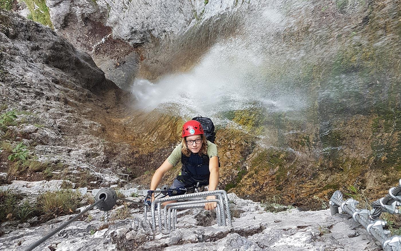 Salita verticale con cascata sulla Via ferrata Ballino